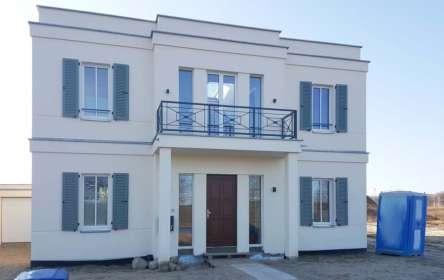 Neubau Villa, Fenster, Tür, Alu-Klappläden