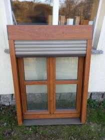 Kunststoff-Fenster, golden oak, mit Rolladen mit E-Motor